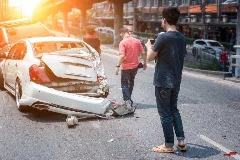 KFZ Haftpflichtversicherung bei fremden Material- oder Personenschäden